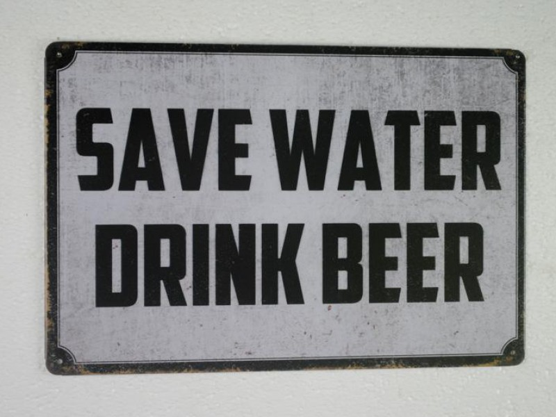 Metalen muurplaat SAVE WATER   DRINK BEER